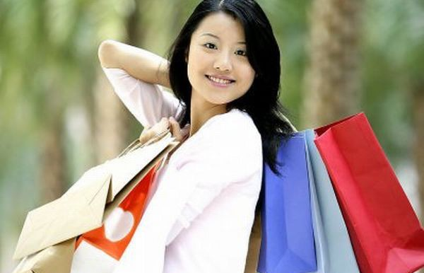 chinese-tourist-shopping